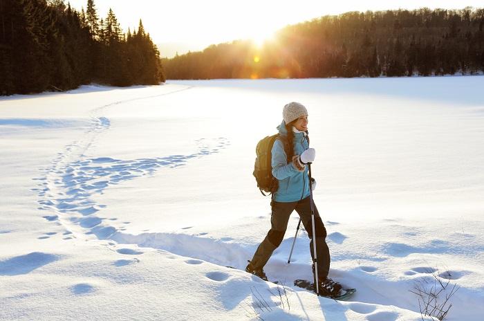 Ciaspolata, il piacere di camminare sulla neve. Come vestirsi e i percorsi più belli in Italia
