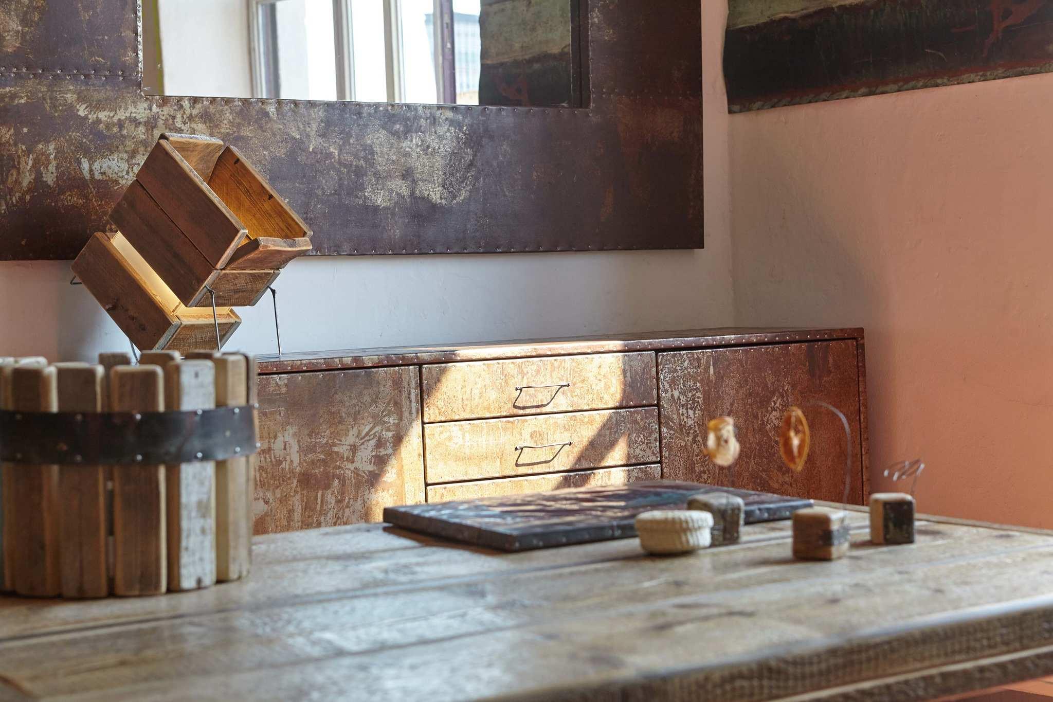 Algranti Lab: dove legno e metallo di recupero diventano opere d'arte. Con un risvolto solidale