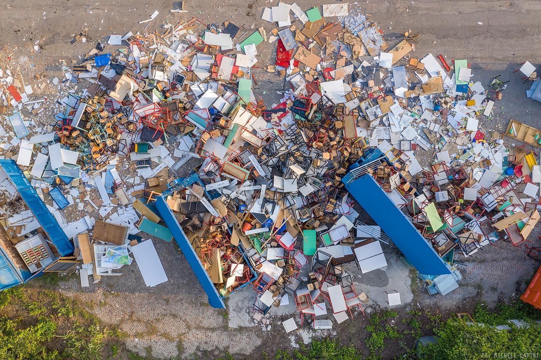 spreco di banchi scolastici in Italia