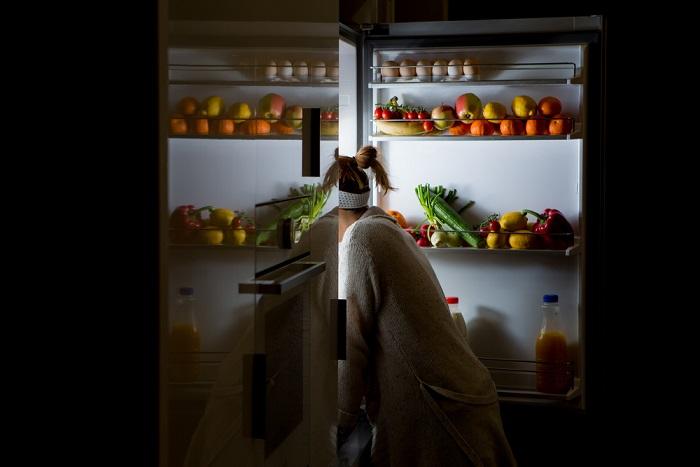 mangiare di notte fa male alla salute