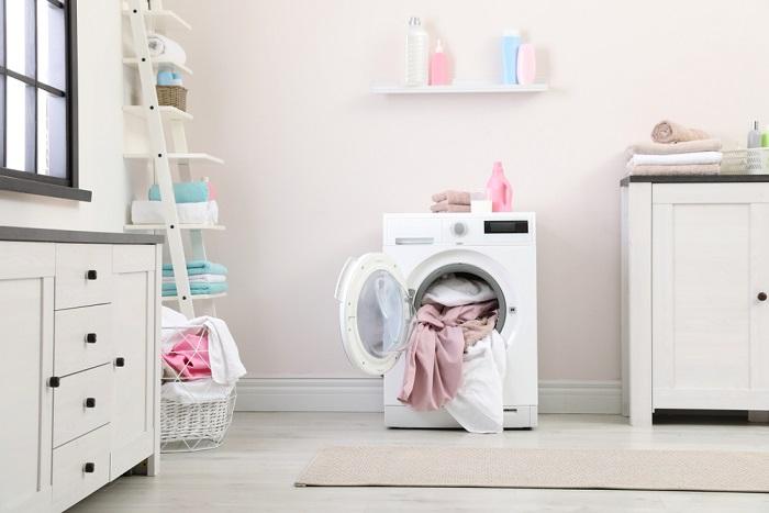 Come organizzare il bucato riducendo il lavoro. Dai cestini da usare alla divisione degli indumenti