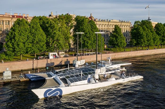 Energy Observer, il primo catamarano alimentato dall'energia pulita dell'idrogeno