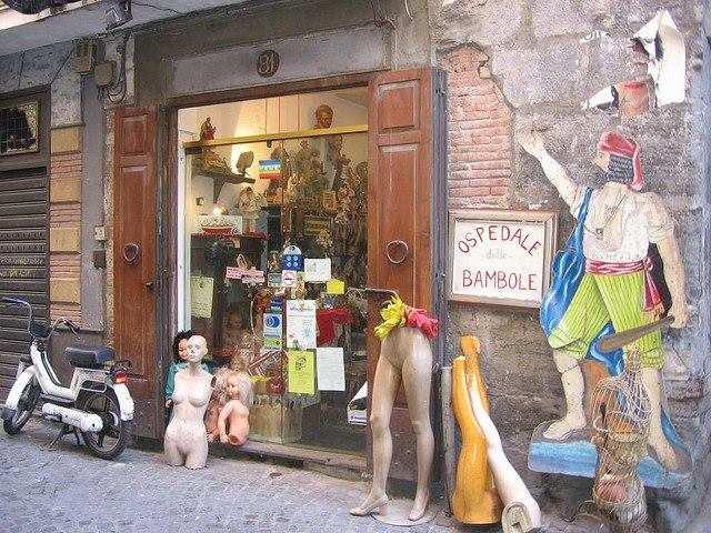 L'Ospedale delle Bambole: a Napoli un'antica bottega museo cura i giocattoli