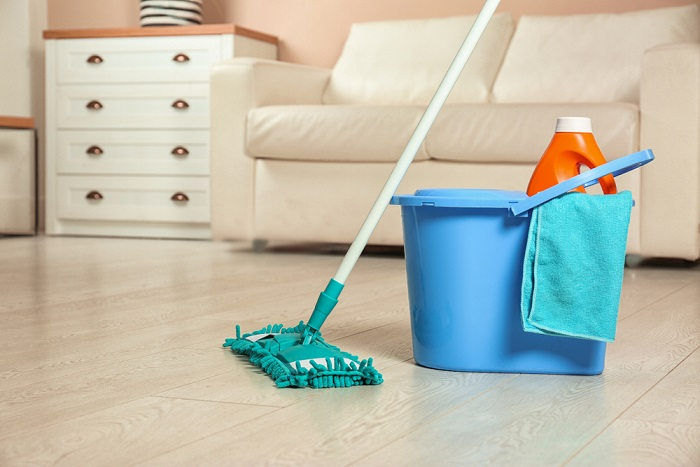 Come pulire gli stracci per la casa e il mocio con ingredienti naturali. Dall'aceto al bicarbonato