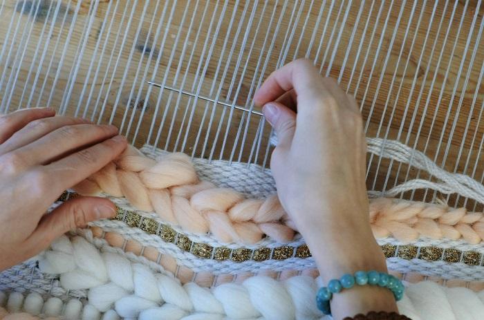 Come tessere a mano, i dieci passi fondamentali. La tessitura stimola concentrazione e creatività