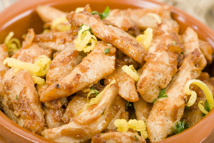 Pollo al limone: la ricetta di un secondo piatto profumatissimo, da preparare in poco tempo