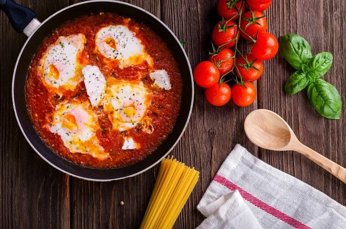 uova al forno con pomodoro