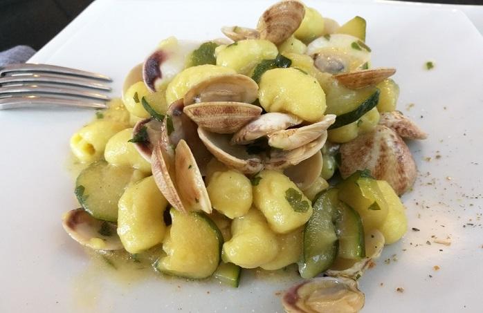 ricetta gnocchi con vongole e zucchine