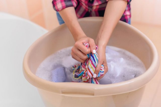 come fare il bucato senza lavatrice
