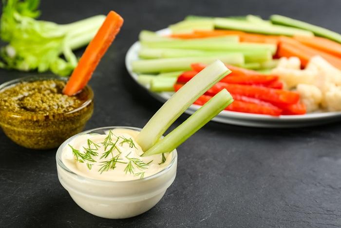 Stick di verdure, la ricetta sana da gustare con tante deliziose salse fatte in casa