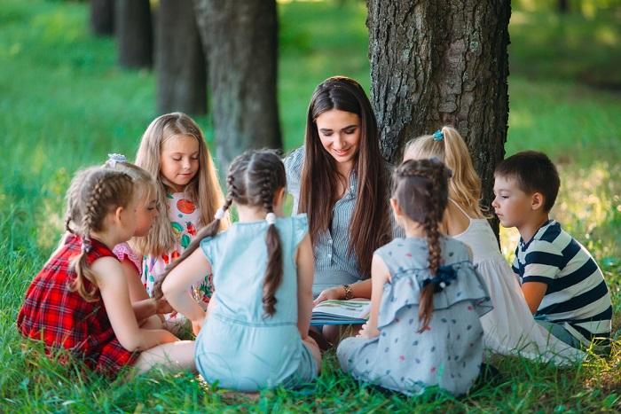 Scuola all'aperto: a Forlì i bambini studiano nel verde