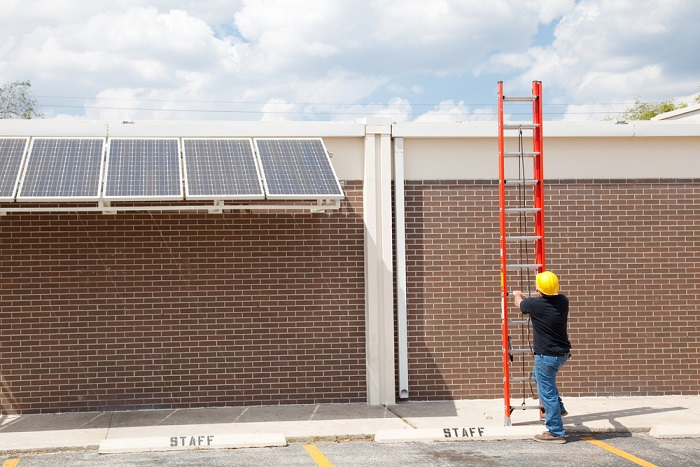 Comunità energetica: a San Lazzaro sono i cittadini che costruiscono l'impianto fotovoltaico della scuola